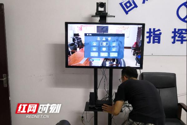 回龙圩:建成脱贫攻坚视频会议系统