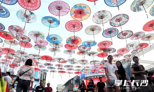 Oil paper umbrellas fill Changsha sky