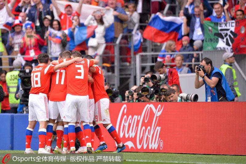 俄罗斯队庆祝胜利