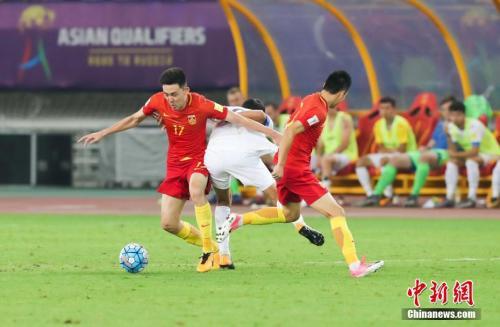 资料图:国足在比赛中。 中新社记者 张畅 摄