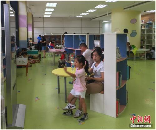 国家图书馆已专门设立少年儿童图书馆。杨雨奇 摄