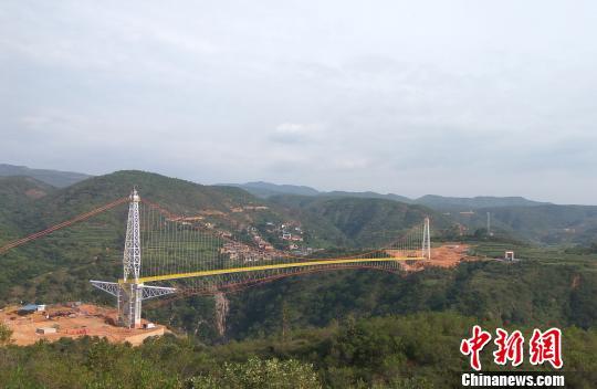 国内跨度最大天然气管道悬锁跨越主体工程完工。华昱翔 摄