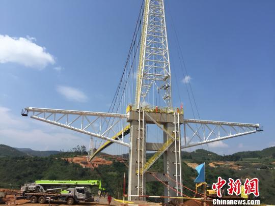 国内跨度最大天然气管道悬锁跨越主体工程完工