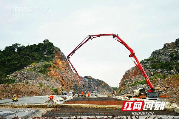 江华首条一级公路建设已完成逾八成