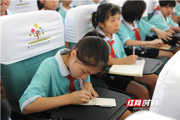 """长沙开学第一课 """"向日葵""""姐姐讲述阳光与励志的故事"""