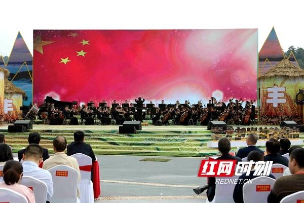 交响曲《我爱你中国》演奏现场.