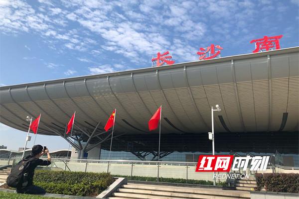 国庆期间长沙南站增开多趟夜间列车 24小时值守