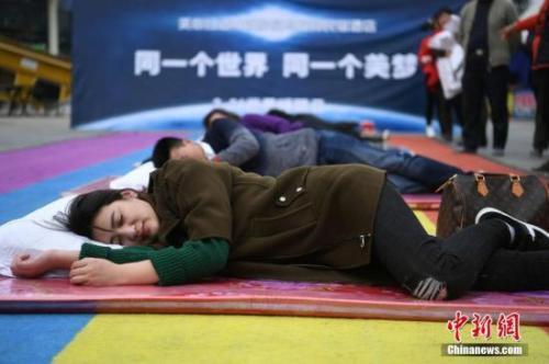 """资料图:重庆某地举行的""""健康睡眠远离慢病""""主题活动。 陈超 摄"""