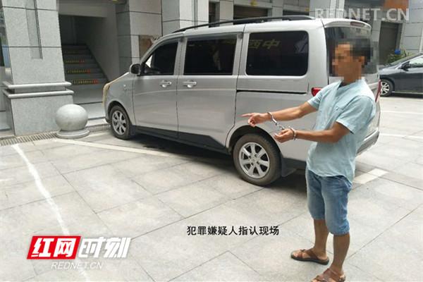"""一男子驾""""豪车""""盗汽油 被警方成功抓获"""