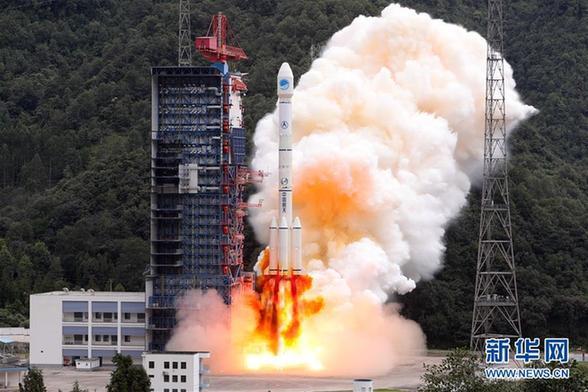 """【中国那些事儿】美媒:中国北斗导航再添两星 """"太空丝绸之路""""即将服务""""一带一路"""""""