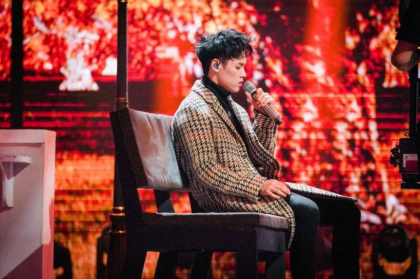 董又霖现身《中国音乐公告牌》 首次打歌《一个人去巴黎》_娱乐频道_亚博