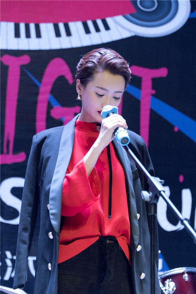 《小妖的金色城堡》杨菲洋化身追爱女歌手 为爱痴狂放弃事业