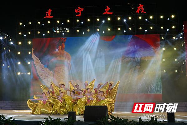 开场舞《共圆中国梦》.