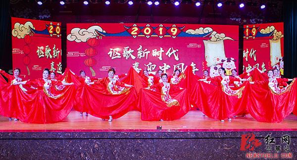 舞蹈《共圆中国梦》.