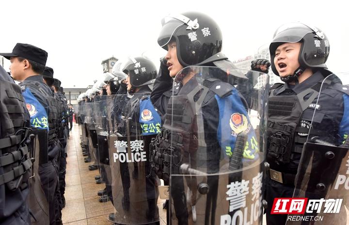 4、快警中队集体宣誓.jpg