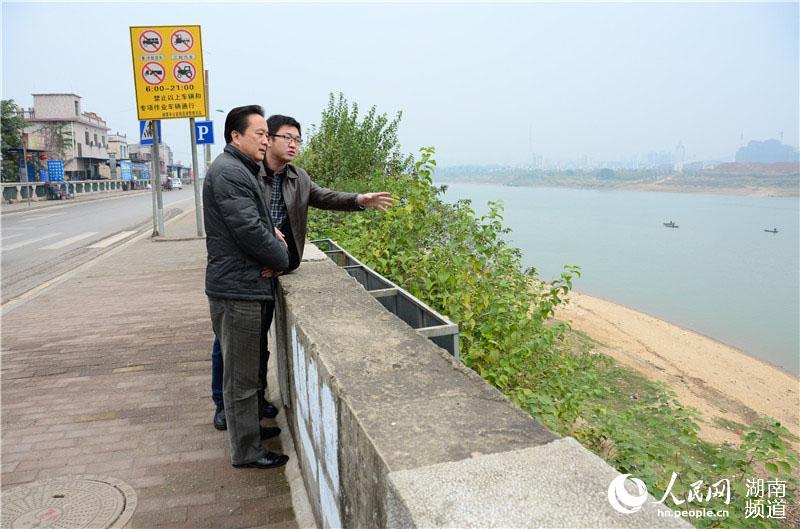 2014年11月熊兆伟调研湘江民主监点。