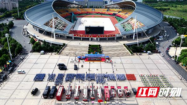 8月30日上午,衡阳市公安局在市体育中心广场举行省运会安保誓师大会。.jpg
