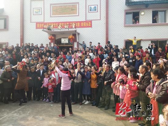 东安:荷叶塘村别开生面过春节