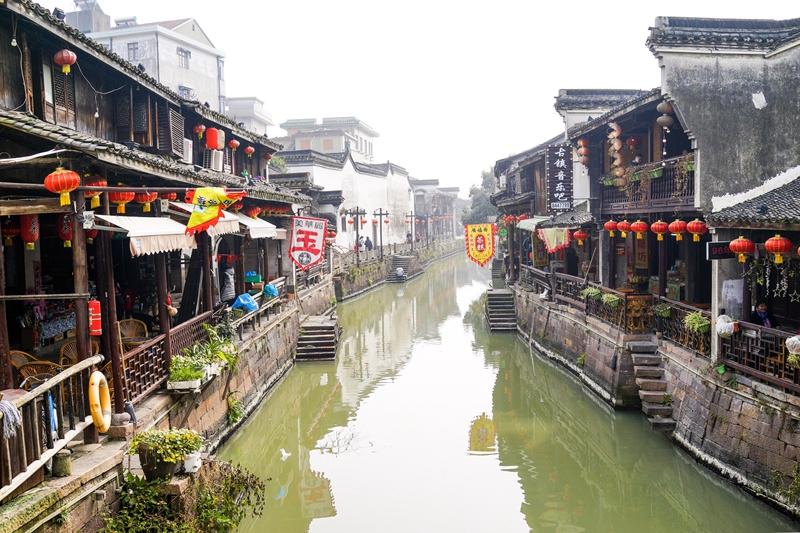 新市镇西河口街景。(人民网姚欣雨 摄)