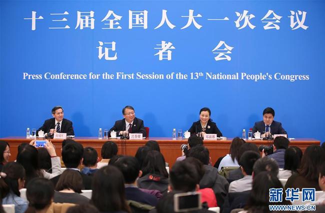 十三届全国人大一次会议秘书处法案组有关负责人回应宪法修正案热点问题