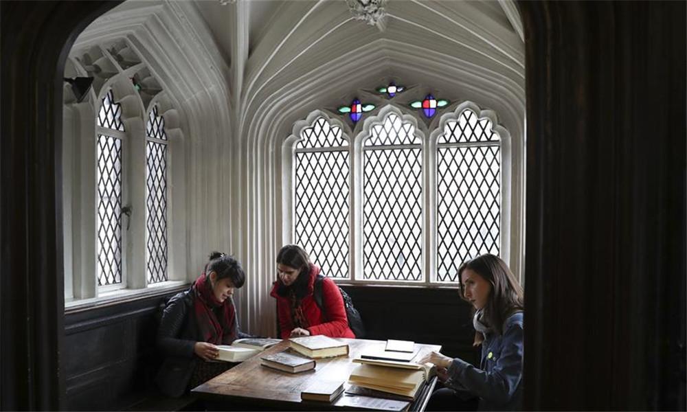 在英国切塔姆图书馆探访马克思的书桌