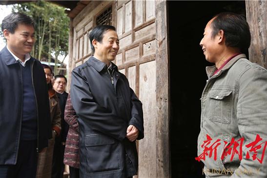 许达哲:坚持精准扶贫精准脱贫 大力实施乡村振兴战略