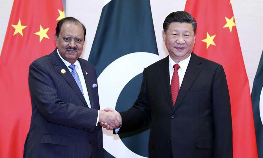 习近平会见巴基斯坦总统侯赛因