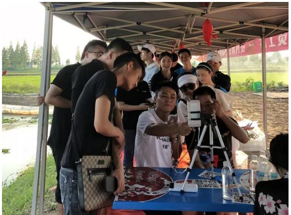 你喜欢吃小龙虾吗?网红主播团助阵扶贫公益