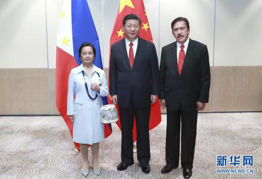 习近平会见菲律宾众议长阿罗约和参议长索托